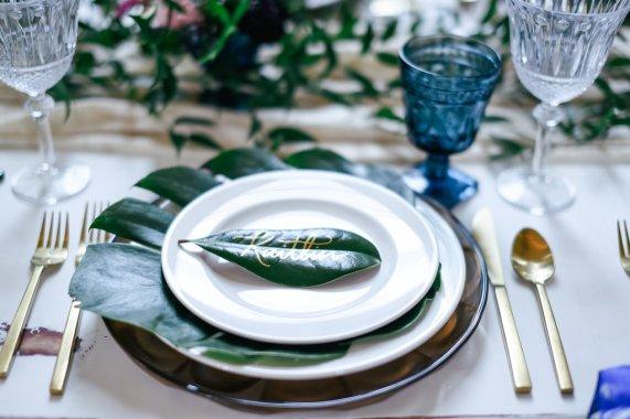 10 Fall Wedding Trends   Greenery Wedding Trend   Leaf pace Card   BridalGush.com